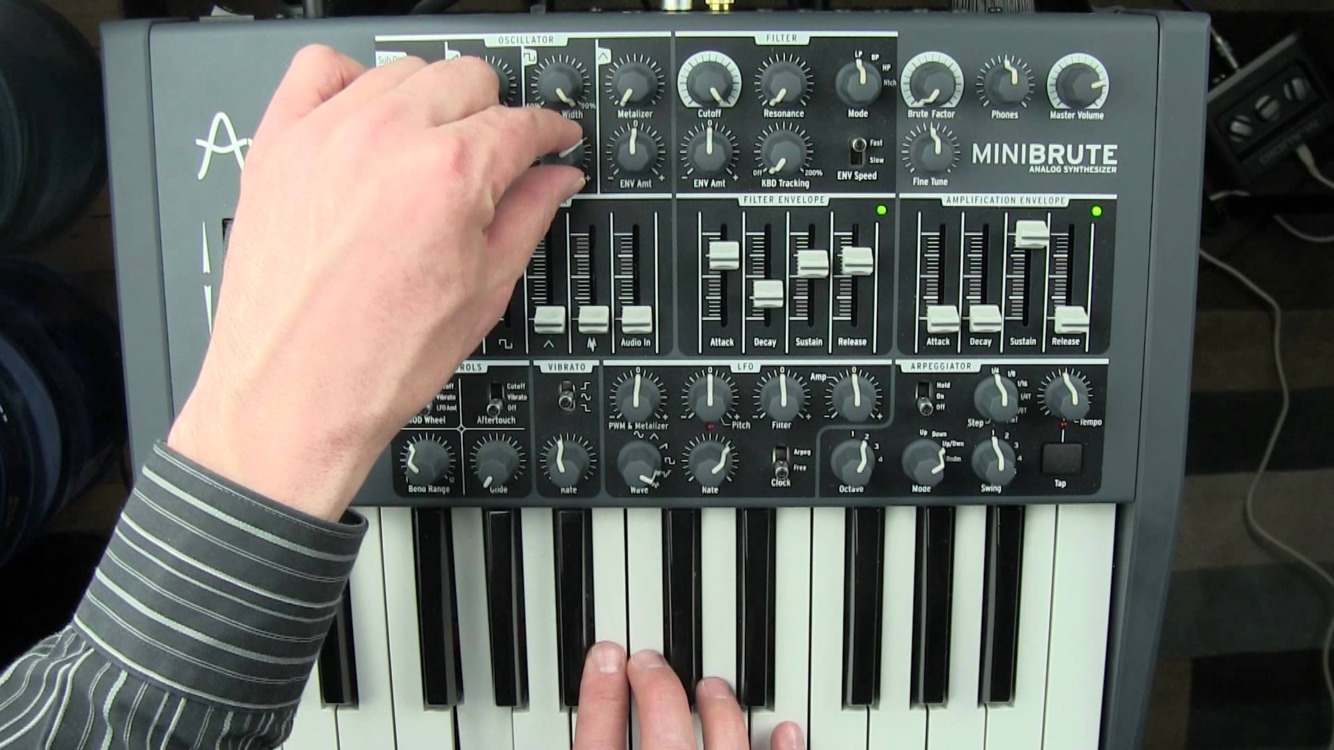 Embedded thumbnail for MiniBrute > YouTube (previous revision)